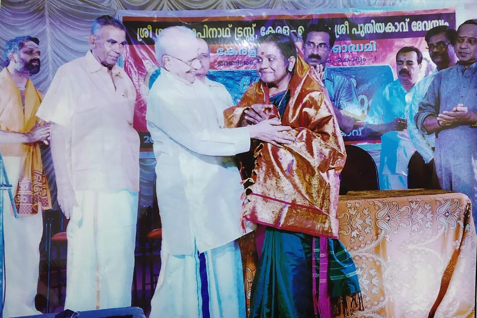 Guru Padmabhooshan Madavur Vasudevan Nair presented 'Ponnada'